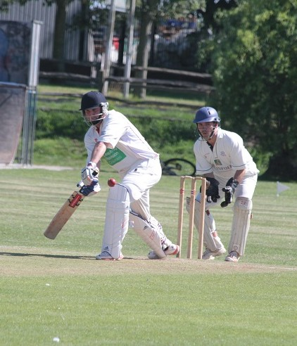 Willis knocked up 21 in a last wicket stand before taking the field and bowling Overton for a duck